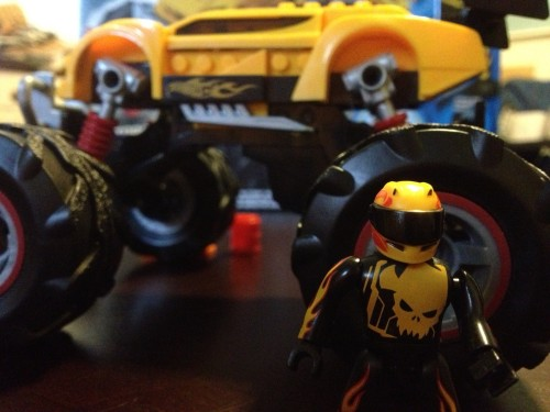 Mini MEGA Bloks Racer and the Super Blitzen Monster Truck - Car and Motorize Chassis